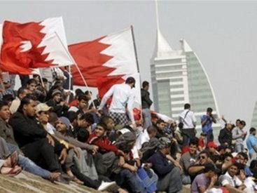 Десятки тысяч демонстрантов направились к зданию правительства Бахрейна