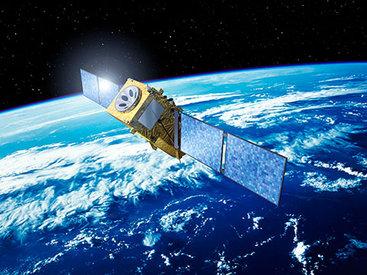 Азербайджан получит в управление два спутника