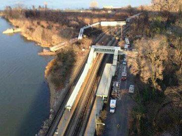 Крушение поезда в Нью-Йорке: десятки пострадавших - ОБНОВЛЕНО - ФОТО