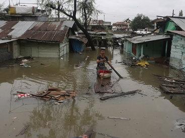 Число жертв наводнений в Пакистане превысило 80 человек