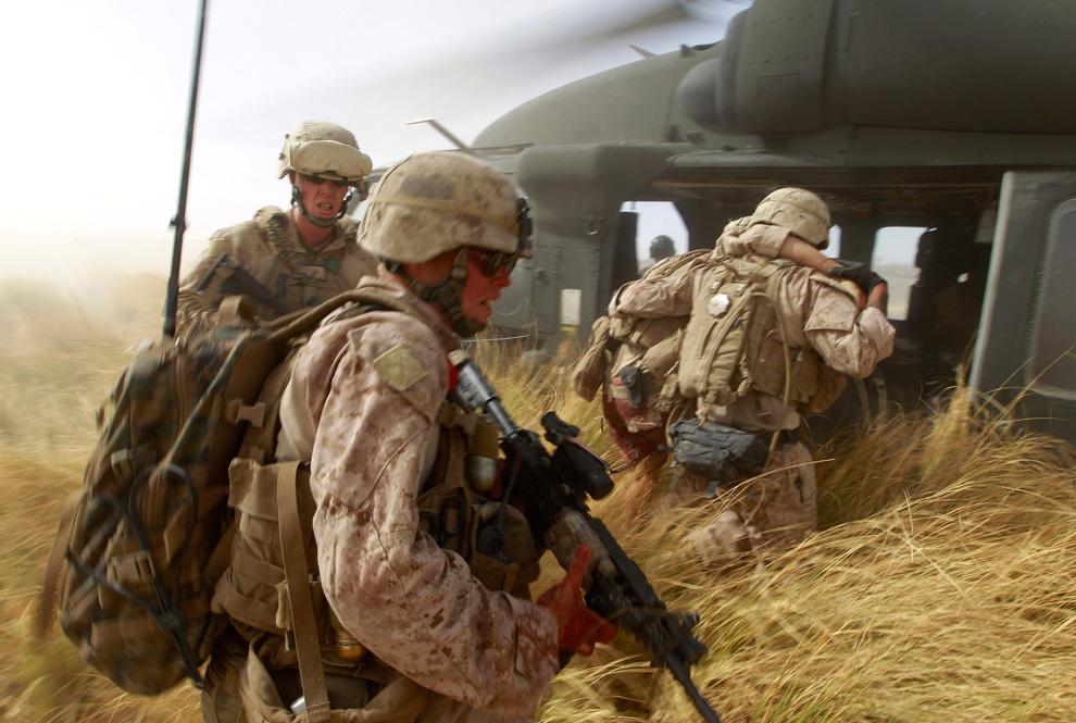 вас устраивают фото военных конфликтов перьев чёрный, только
