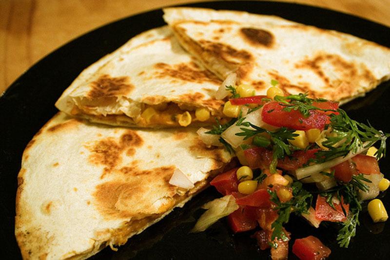 мексиканское блюдо с лепешками или фонтанчик или