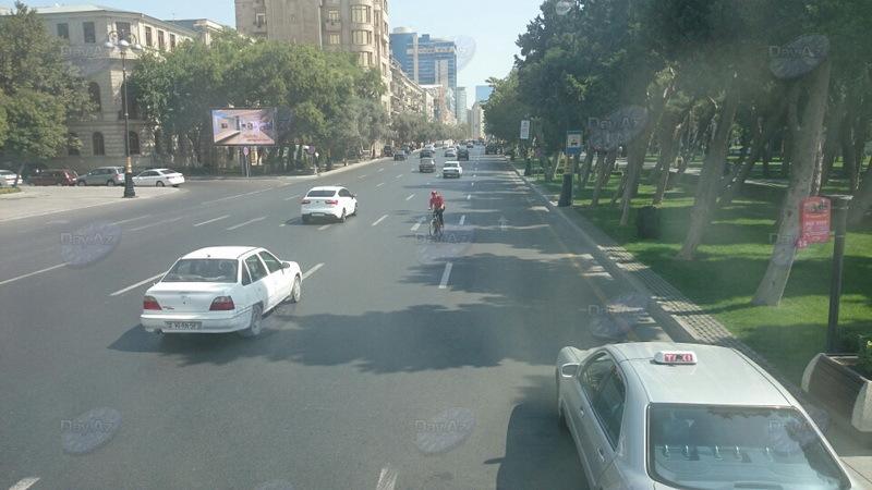Опасные маневры велосипедиста-провокатора в центре Баку - МОБИЛЬНЫЙ РЕПОРТЕР – ФОТО