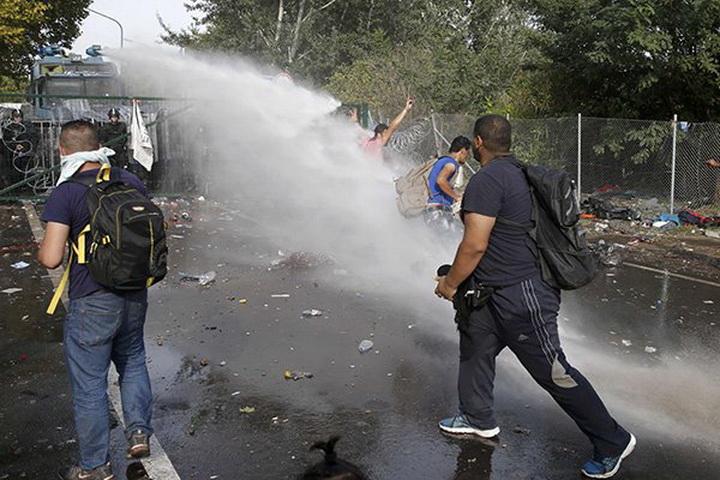Хорватия захлопнула дверь перед беженцами - ФОТО