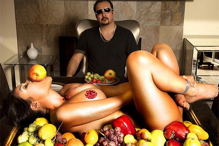 Извращенца телки голые с фото пригласит гости владивосток