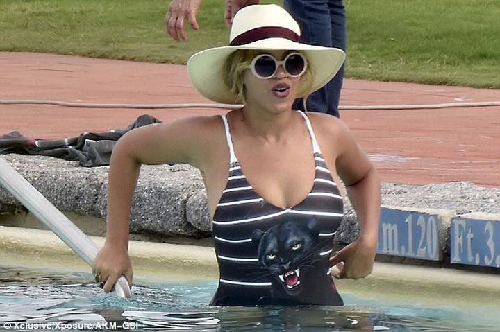 Бейонсе показала потрясающую фигуру в купальнике - ФОТО