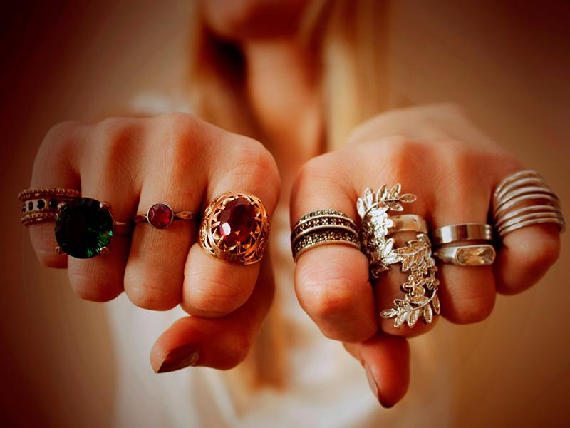 Значение колец на пальцах: что расскажут кольца о характере человека