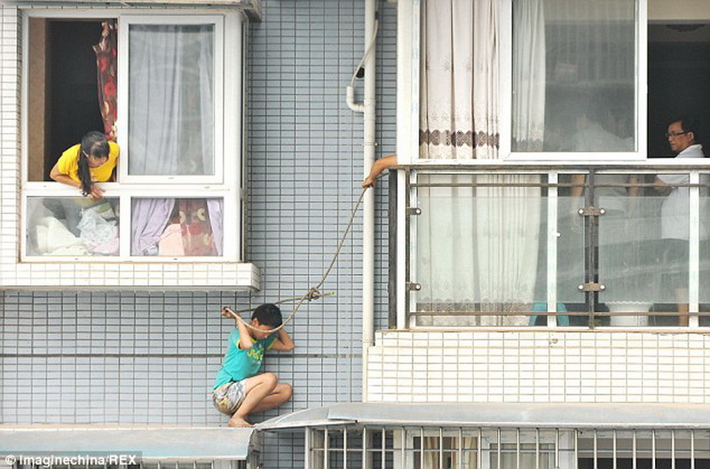 "Школьник слез с балкона на 11-м этаже (6 фото) "" невседома -."