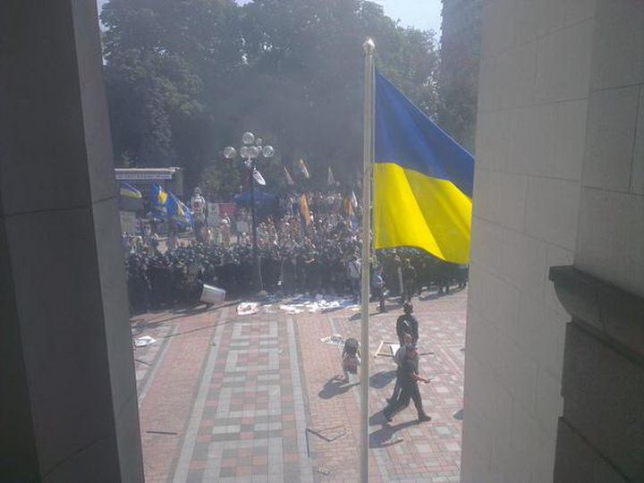 Бунт у Рады в Киеве: площадь залита кровью, есть погибшие - ОБНОВЛЕНО - ФОТО - ВИДЕО