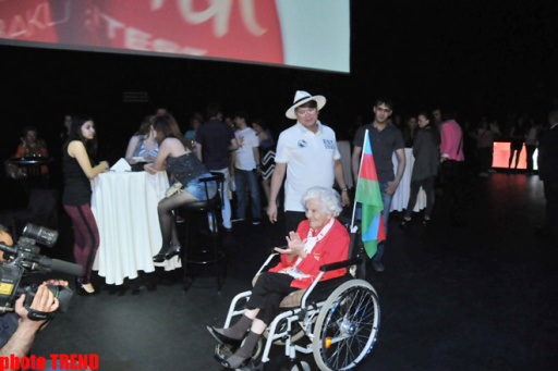 """102-летняя фанатка """"Евровидения 2012"""" шокировала своими танцами - ФОТО"""
