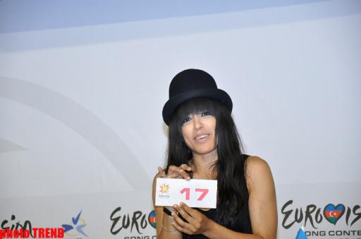 """Представительница Швеции на """"Евровидении 2012"""" довольна своим выступлением в полуфинале - ОБНОВЛЕНО - ФОТО"""