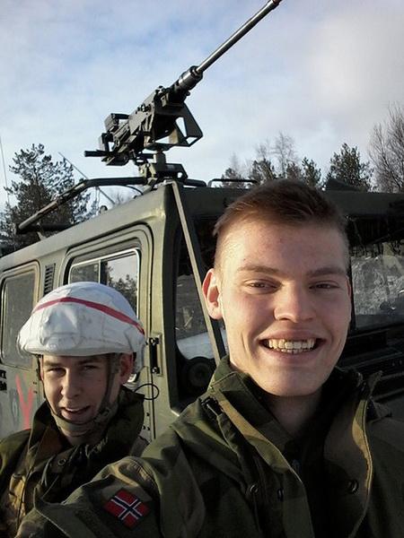 Фотографии солдат стран НАТО стали настоящими хитами - ФОТОСЕССИЯ