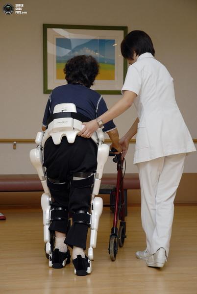 Японский экзоскелет - для спасателей и ликвидаторов аварий - ФОТОСЕССИЯ