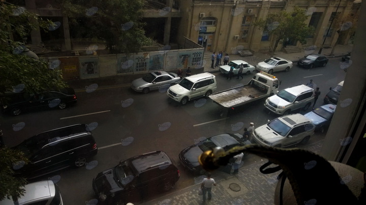 Невероятно - грубейшее нарушение на глазах полиции в Баку – ФОТО