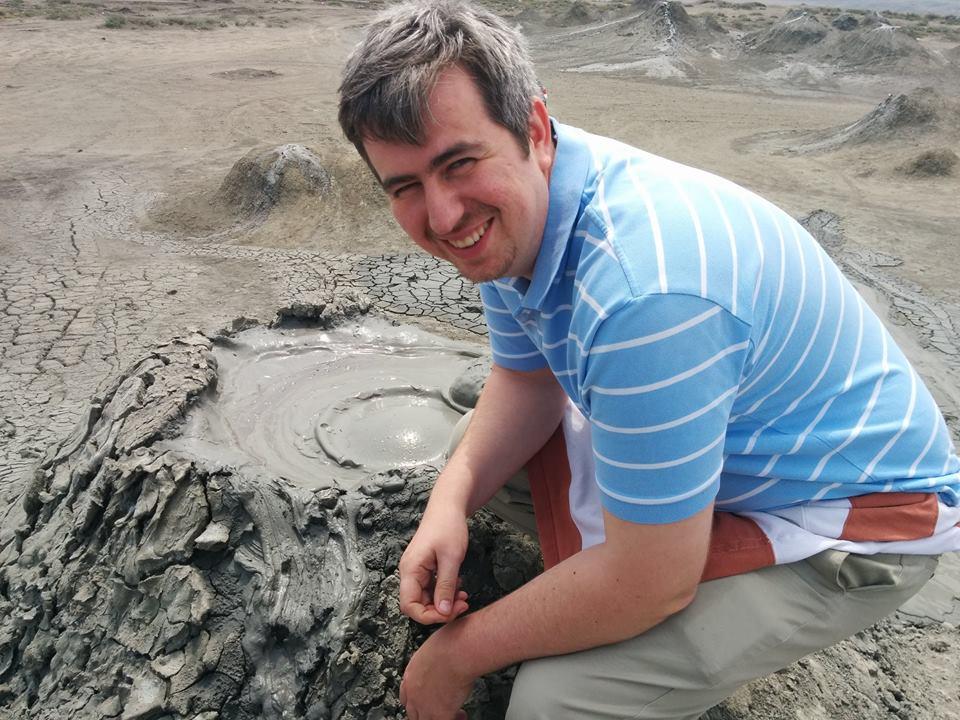 Польский журналист: до грязевых вулканов Гобустана доехал на полицейской машине - ФОТО