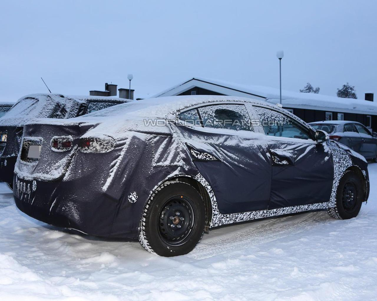 Hyundai вывела на тесты новую Elantra - ФОТО