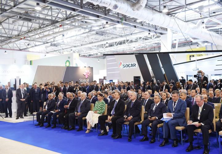 Президент Ильхам Алиев и его супруга Мехрибан Алиева приняли участие в открытии выставок Caspian Oil & Gas и Caspian Power - ОБНОВЛЕНО - ФОТО - ВИДЕО