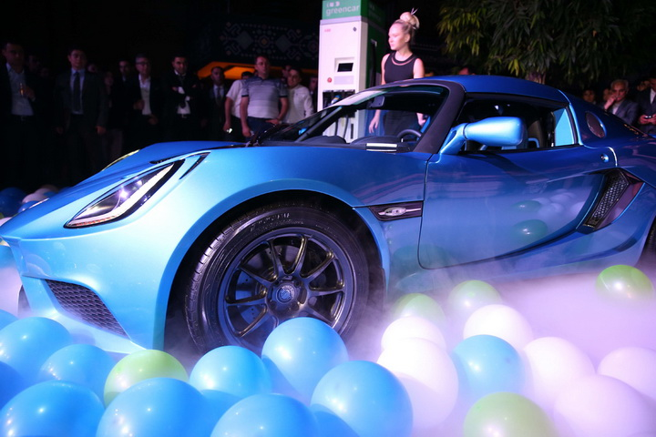 В Баку впервые в Европе презентован спортивный автомобиль Detroit Electric SP:01 - ФОТО - ВИДЕО