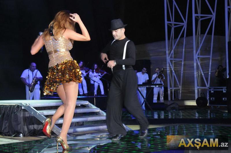 Sevda Yahyayeva Konsertində Goz Qamasdirdi Foto