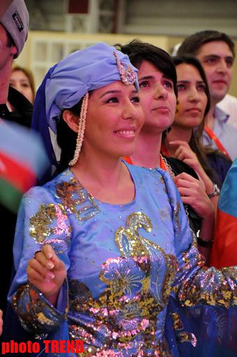 """Азербайджанские танцы в пресс-центре Baku Crystal Hall - открытие """"Евровидения 2012"""" - ФОТО"""