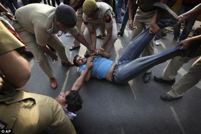 фото как насилуют девушек бесплатно