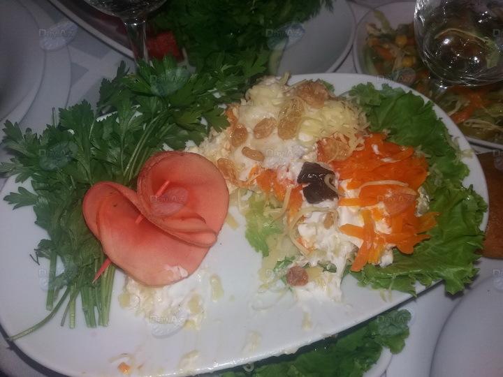 Увиденное в салате повергло жителя Баку в шок – ФОТО
