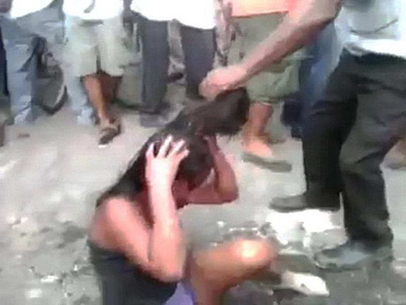 видео телку избивают