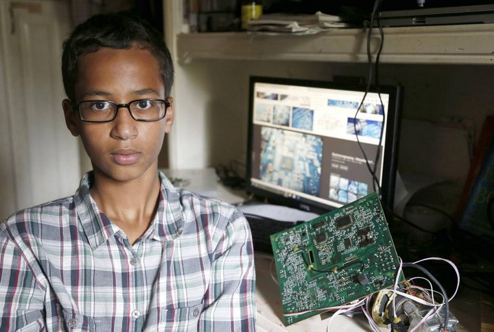 Этого мальчика арестовали, но теперь его хотят видеть Обама и Цукерберг - ФОТО