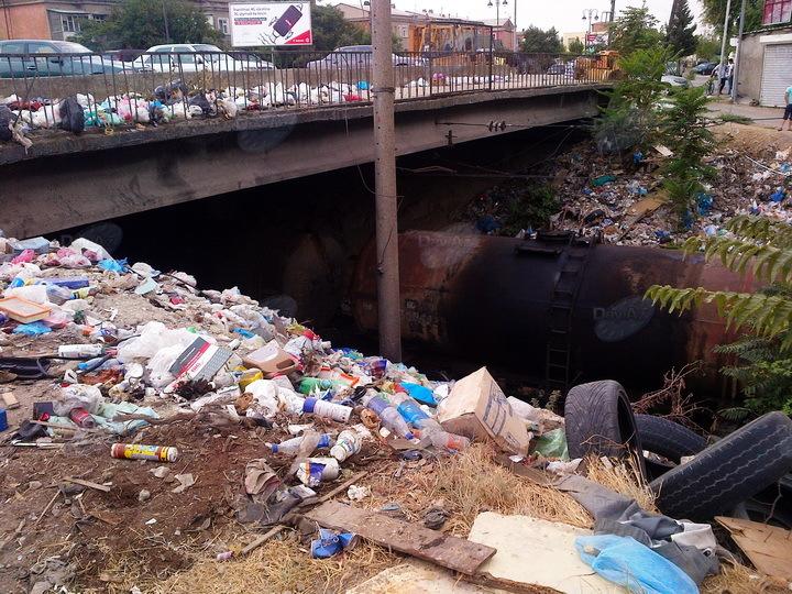 Бесхозный проспект Бабека - во что он превращается – ФОТО – ЕСТЬ МНЕНИЕ