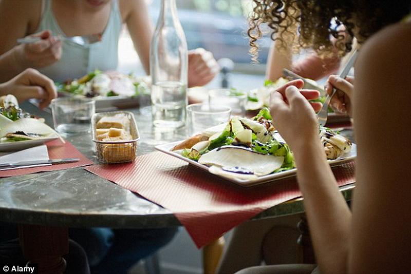 Скандал в Англии: ресторан кормил клиентов мясом льва - ФОТО