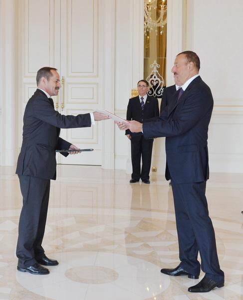 Президент Азербайджана принял верительные грамоты нового посла Швейцарии - ФОТО