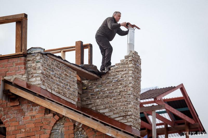 Строитель-энтузиаст возводит дом уже 10 лет - ФОТОСЕССИЯ
