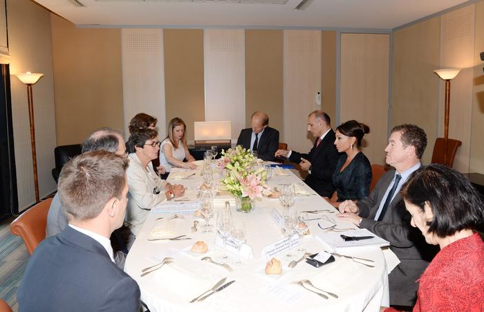 Первая леди Азербайджана Мехрибан Алиева встретилась с министром спорта, молодежи, народного образования и общественных вопросов Франции - ФОТО