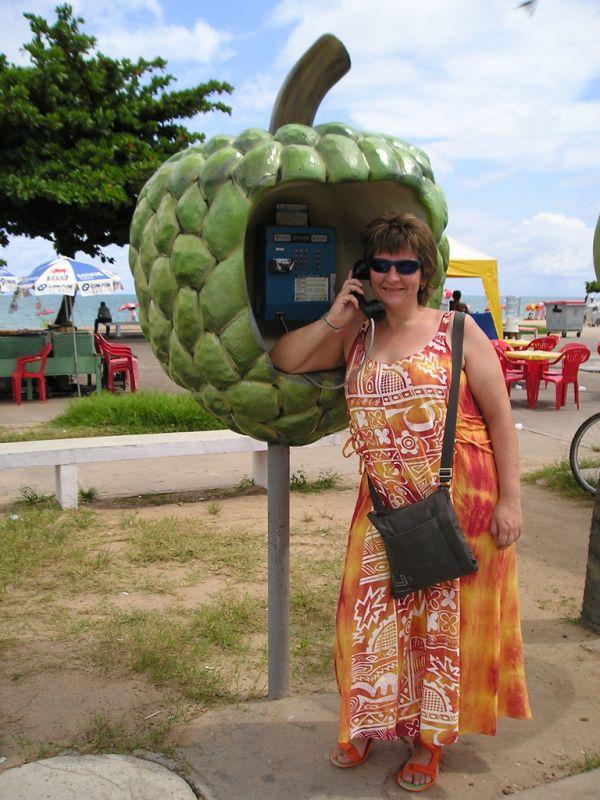 Необычные бразильские телефонные будки - ФОТОСЕССИЯ