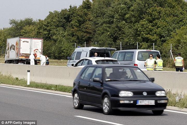В Австрии по делу о 70 трупах в грузовике арестованы 7 человек - ОБНОВЛЕНО - ФОТО