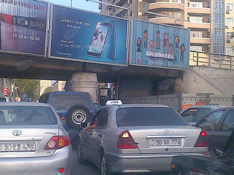 В Баку грузовик оказался в неловком положении - МОБИЛЬНЫЙ РЕПОРТЕР – ФОТО
